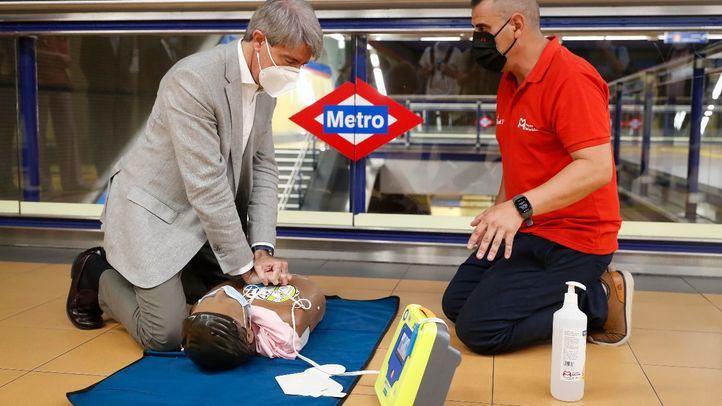 Madrid contará con desfibriladores en todas las estaciones de Metro
