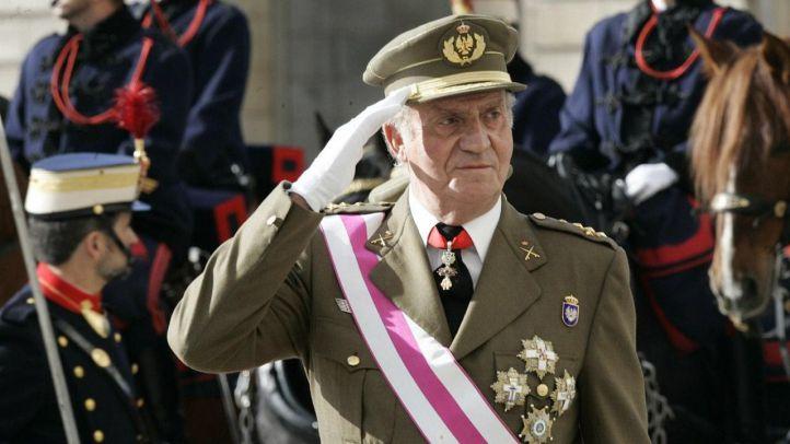Juan Carlos I en el desfile militar por el Día de las Fuerzas Armadas.