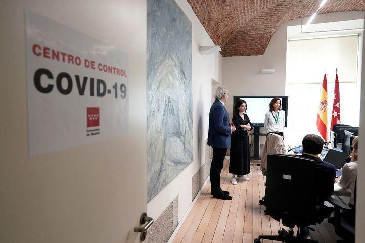 Isabel Díaz Ayuso y Enrique Ruiz Escudero visitan el nuevo centro de control