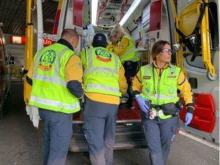 Un motorista sufre la sección parcial de una pierna tras salirse en El Molar y chocar contra el guardarraíl