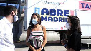 La consejera de Presidencia, Eugenia Carballedo, presenta la oferta cultural del nuevo espacio escénico al aire libre, Abre Madrid, en IFEMA.