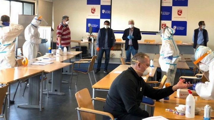 Test serológicos a policías y PC en San Sebastián de los Reyes, en una foto de archivo