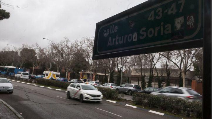 Cae un árbol en Arturo Soria que obliga a cortar la calle