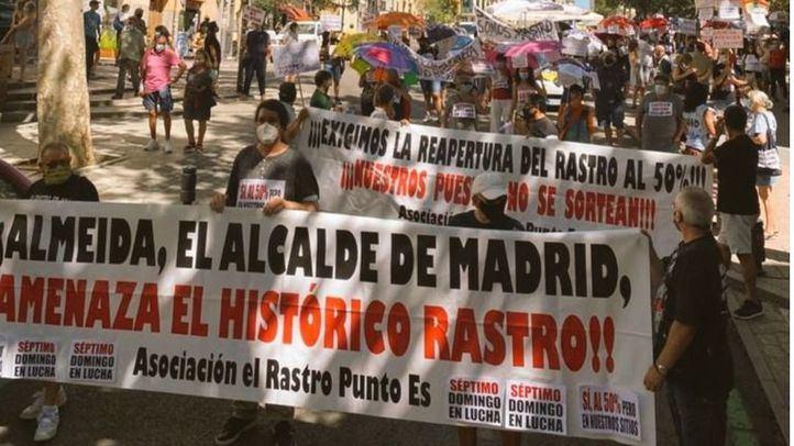 Los comerciantes del Rastro suman su séptimo domingo consecutivo de protesta