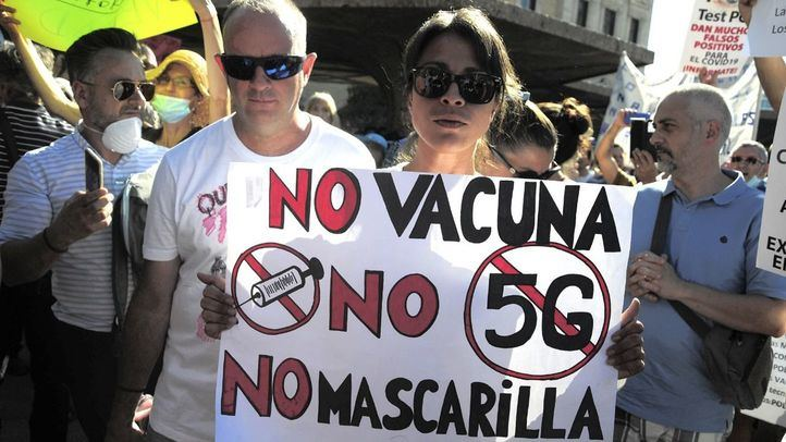 Cerca de 2.000 personas protestan en Colón contra el uso de la mascarilla