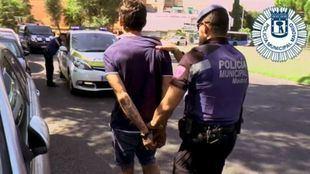 Hombre arrestado por agredir a otro en Mesón de Paredes