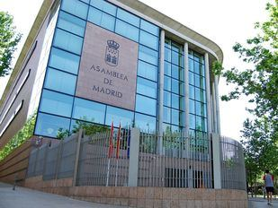 Asamblea de Madrid Vallecas, exterior
