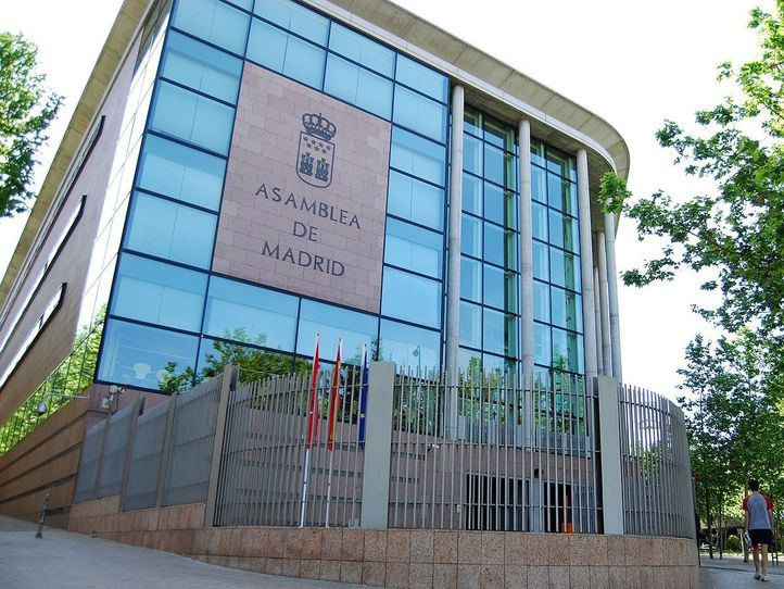 Asamblea de Madrid Vallecas, exterior