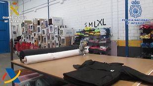 Taller de falsificación de ropa desmantelado