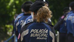 Policía encuentra desorientada en Moratalaz a una mujer de 82 años desaparecida hace un día