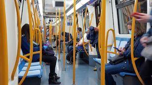La Comunidad prohibirá comer en el transporte público