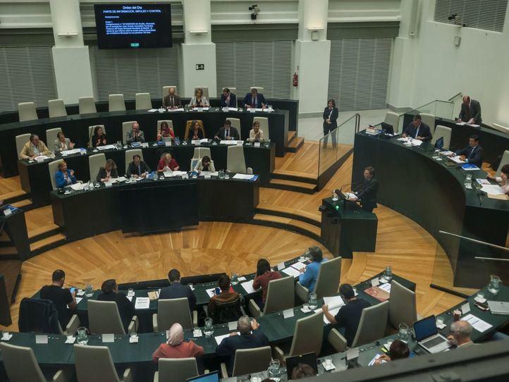 La oposición duda que Almeida pueda compatibilizar la Alcaldía con la portavocía nacional del PP