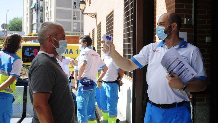 El consejero de Sanidad, Enrique Ruiz Escudero, visita Villaverde con motivo de las pruebas PCR que se están realizando en los barrios de Madrid