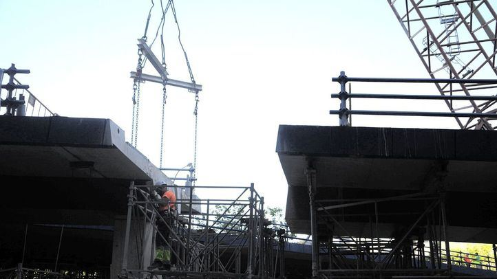 Obras de demolición del puente de Joaquín Costa