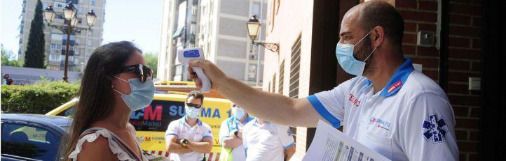 El concejero de Sanidad, Enrique Ruiz Escudero, visita Villaverde con motivo de las pruebas PCR que se están realizando en los barrios de Madrid