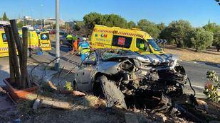 Cuatro heridos tras chocar su vehículo contra una tapia en Villaviciosa