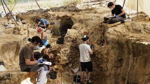 Especialistas profundizan en la economía del Homo neanderthalensis en Pinilla del Valle