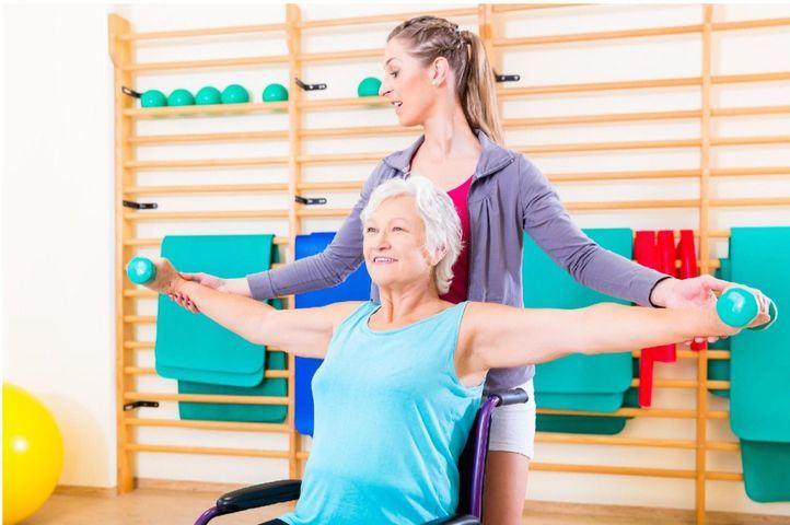 Seis ejercicios para ejercitar el tronco superior en una silla de ruedas