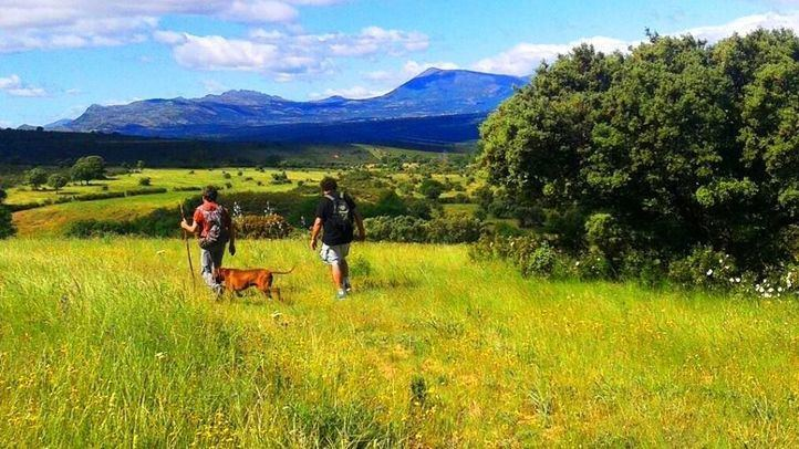 Una ruta por la Sierra Norte convierte a Madrid en 'la Comunidad del Anillo'