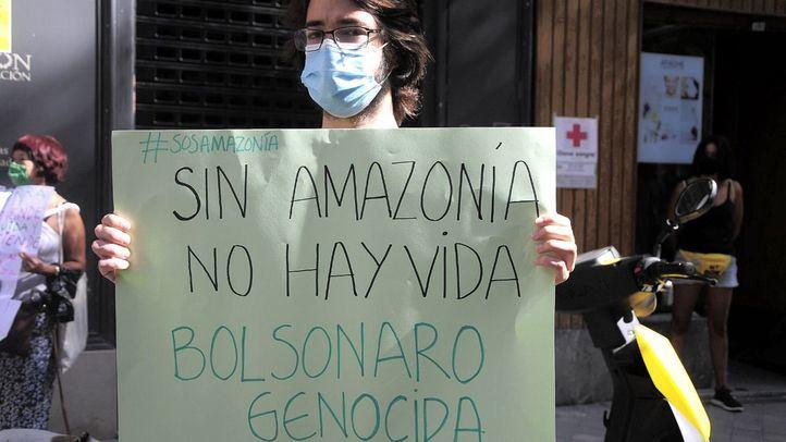 Protesta ante la Embajada de Brasil contra los incendios en la Amazonía