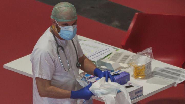 Más de 450 sanitarios exigen un 'comité científico asesor' ante el Covid y un refuerzo del SERMAS