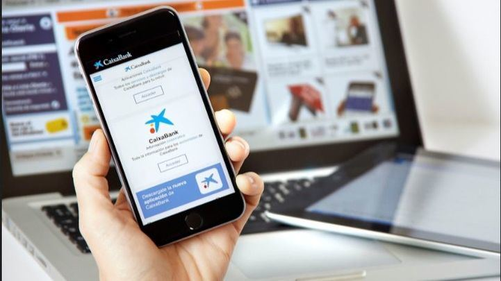 CaixaBank aumenta un 58% el número de clientes que pagan con el móvil