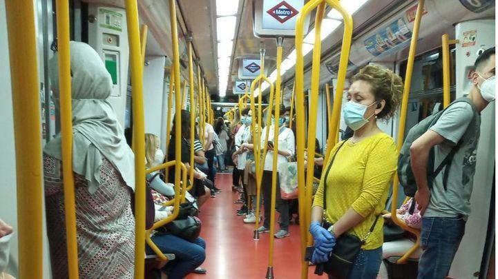 El uso del transporte público en hora punta aumenta un 8 por ciento este lunes