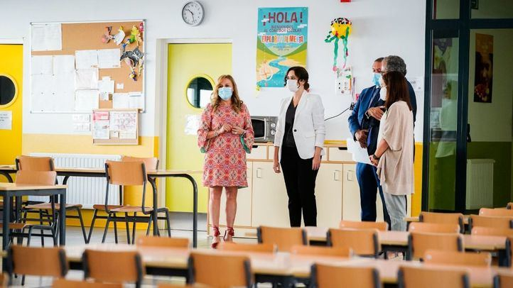 Isabel Díaz Ayuso visita un colegio en Getafe