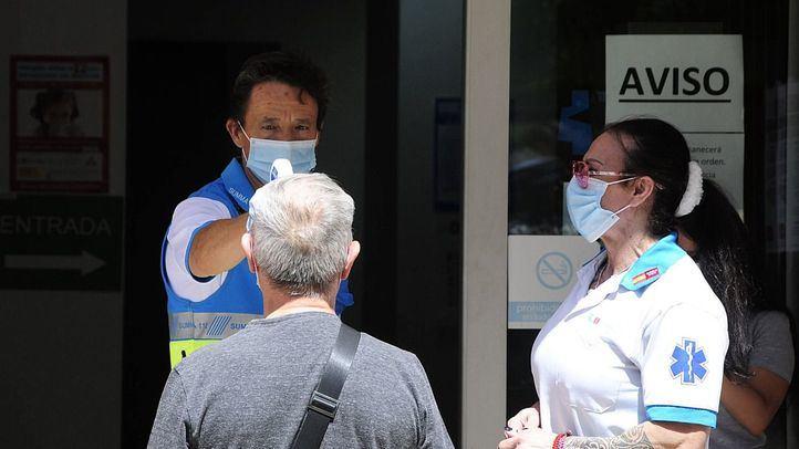 Realización de pruebas PCR en el Centro de Especialidades El Arroyo de Fuenlabrada