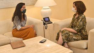 Rocío Monasterio e Isabel Díaz Ayuso en su encuentro para hablar sobre la vuelta al cole