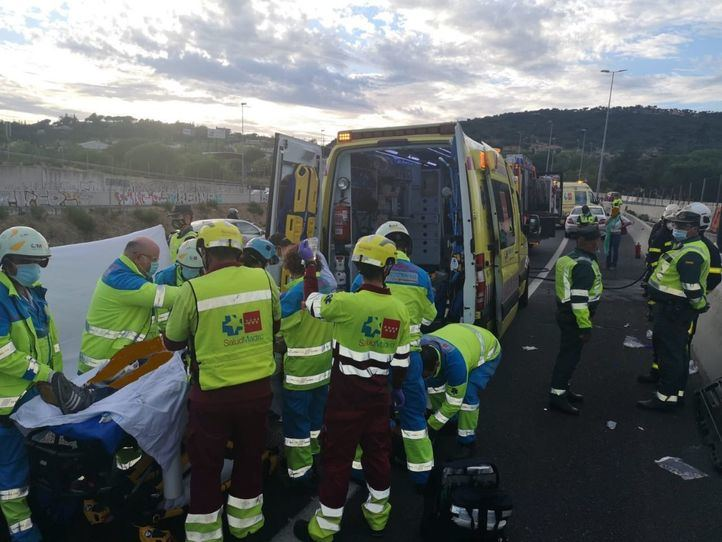 Herido grave tras salirse de la vía e incendiarse su vehículo en Galapagar