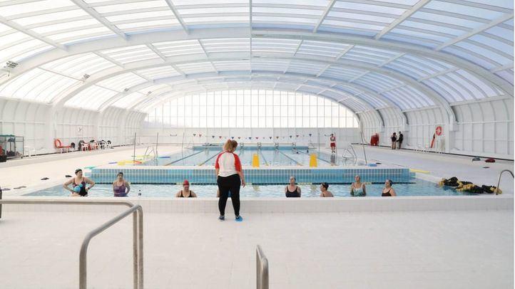 Madrid reduce plazas en las piscinas cubiertas y varios municipios posponen su apertura