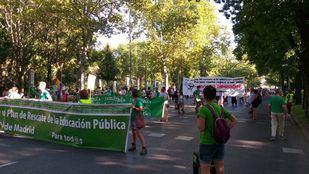Decenas de personas se manifiestan por una vuelta a las aulas segura en Madrid