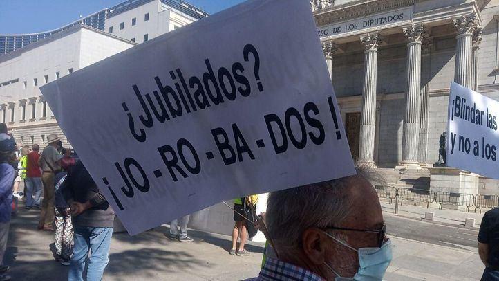 Concentración de pensionistas ante el Congreso.