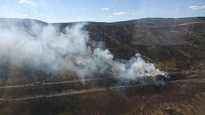 Bomberos controlan un incendio que ha quemado 3.000 metros cuadrados en Somosierra