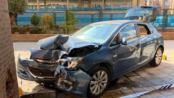 Herida grave tras empotrar su coche contra un pilar en Hortaleza