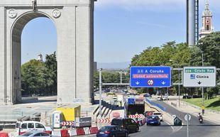 Obras en el paso inferior del Arco de la Victoria, deteriorado por humedades
