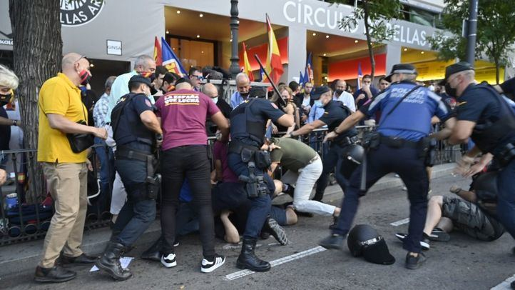 Disturbios a las puertas de Blanquerna coincidiendo con la Diada