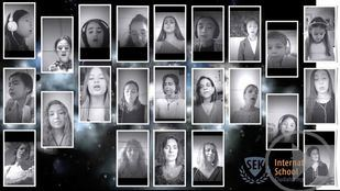 Alumnos, profesores y padres del SEK de Madrid cantan por la vuelta al cole