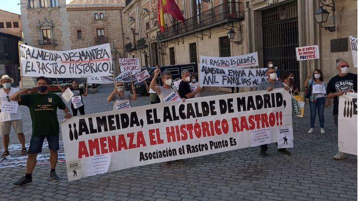 Undécimo domingo de protesta de los comerciantes del Rastro