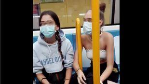 En libertad las dos adolescentes que insultaron y escupieron a una pareja en el Metro
