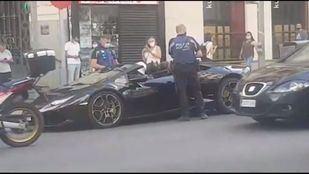 Un hombre disfrazado de Batman, multado por la Policía