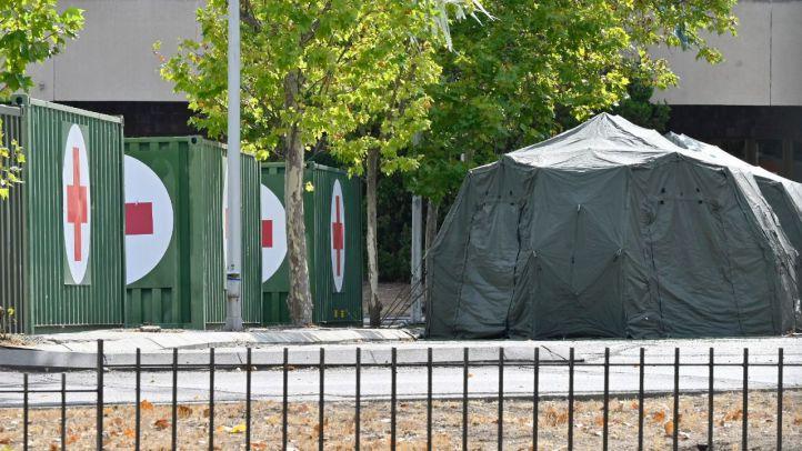 El Gómez Ulla despliega un hospital de campaña en su aparcamiento
