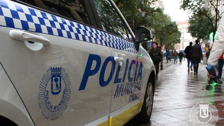 Un agente fuera de servicio detiene a un menor tras robarle el móvil a una señora en el Metro