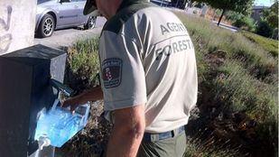 Un agente forestal salva la vida a un niño de 2 años que se había atragantado con una aceituna