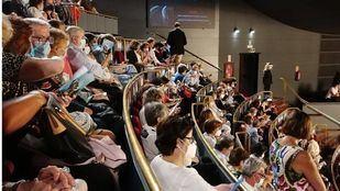 Suspendida la primera función del Teatro Real tras las quejas de los usuarios al no respetarse las medidas de seguridad