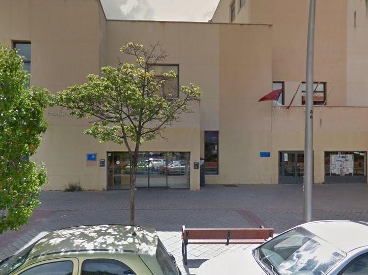 Los vecinos de Vicálvaro exigen la apertura de sus salas de estudio