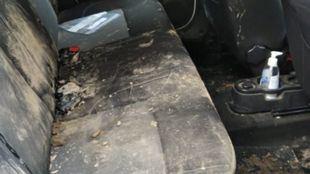 Estado del coche apedreado por un grupo de jóvenes en Fuente el Saz
