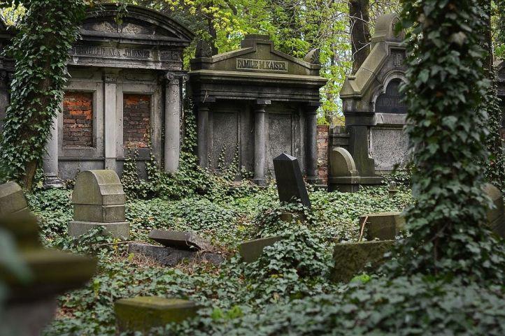 Empresa experta en lápidas funerarias en Madrid