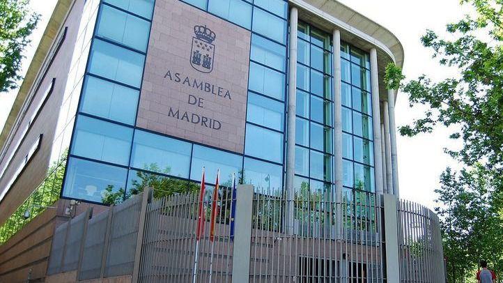 Una protesta contra las restricciones termina con tres detenidos y 6 heridos ante la Asamblea de Madrid